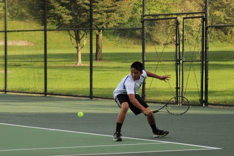 Mens tennis team perseveres despite lack of courts