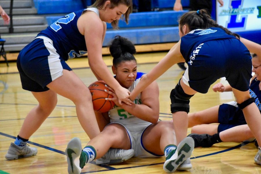 Girls basketball bounces back despite struggles