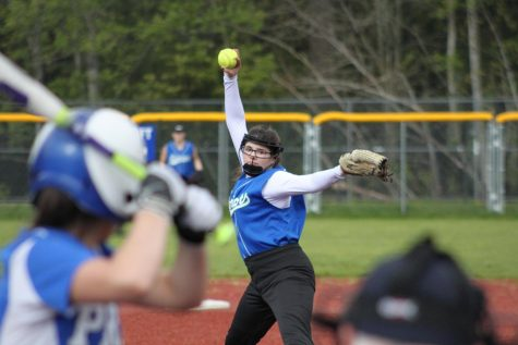 Despite change in coach, softball perseveres